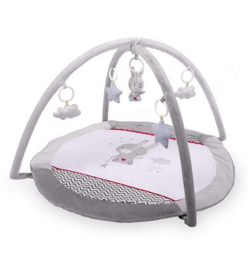 Covoras loc de joaca educativ interactiv pentru copii, cu jucarii, model iepuras, 90 x 45 cm